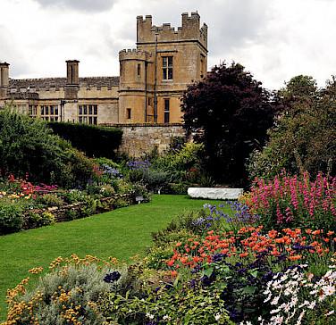Secret Garden of the Sudeley Castle, Cotswolds. Photo via Wikimedia Commons:Saffron Blaze