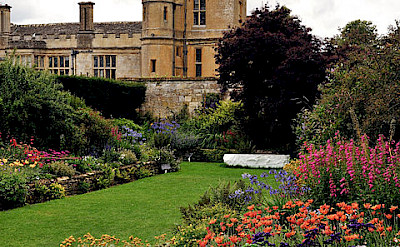 Secret Garden of the Sudeley Castle, Cotswolds. Photo via Wikimedia Commons:Saffron Blaze