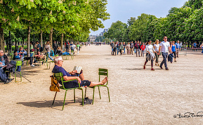 Relaxing in Paris, France. Flickr:Steven dosRemedios