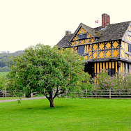 Gatehouse at Stokesay Castle in Shropeshire, England, United Kingdom. Flickr:Richard Szwejkowski