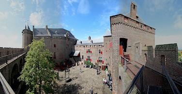 Muiderslot - castle in Muiden, North Holland, the Netherlands. Photo via Flickr:bert knottenbeld