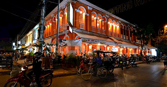 Nightlife in Siem Reap is great! Photo via Wikimedia Commons:antwerpenR