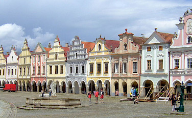 Main Square in Telc with its famous 16th century architecture. Southern Moravia, Czech Republic. Photo via Wikimedia Commons:Hans Weingartz
