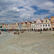 16th Century houses on Zacharias of Hradec Square in Telč, a UNESCO Site in southern Moravia, Czech Republic. Creative Commons:xkomczax