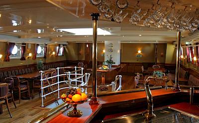 Saloon - Atlantis | Bike & Boat Tours