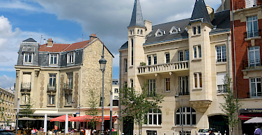 Cycling through Reims in the Alsace-Champagne-Ardenne-Lorraine region of France. Photo via Flickr:Morgaine