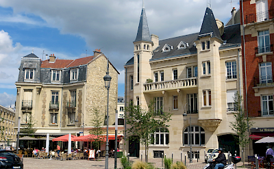 Cycling through Reims in the Alsace-Champagne-Ardenne-Lorraine region of France. Flickr:Morgaine