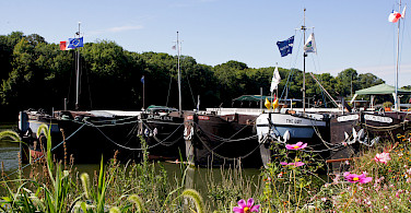 Boats moored in Conflans-Sainte-Honorine, France. Photo via Flickr:besopha