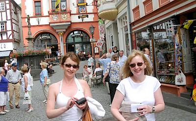 Shopping in Bernkastel Kues. Flickr:luxpim