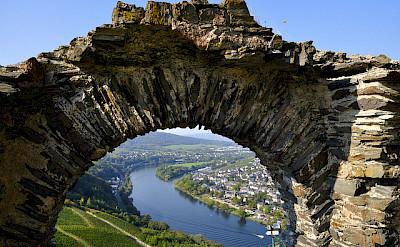 View of Bernkastel Kues along the Mosel. Flickr:johan wieland