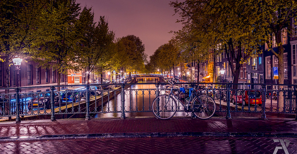 Bike tour in Amsterdam, North Holland, the Netherlands. Photo via Flickr:Syuqor Aizzat