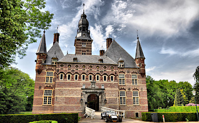 Castle in Cuijk, the Netherlands. Photo via Flickr:Stephan Dufornee en Twan van de Valk