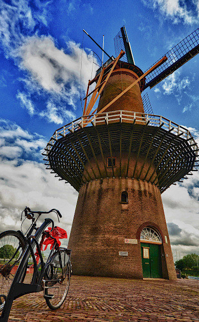 Bicycles and windmills are Holland's specialty. Flickr:Luca Bolatti Guzzo