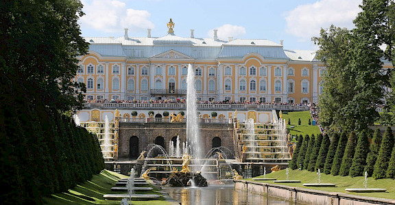 Peterhof Palace and Gardens are the Russian Versailles, here in St. Petersburg, Russia. Flickr:JD Lasica