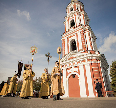 Religious ceremony in Staraya Russa, Russia. Photo via Flickr:Saint Petersburg Theological Academy