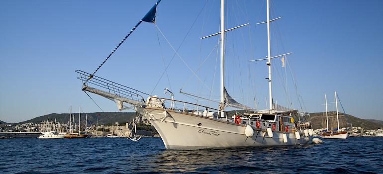 The Osman Kurt on the coast in Greece