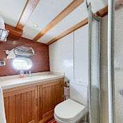 Cabin Bathroom - Osman Kurt | Bike & Boat Tours