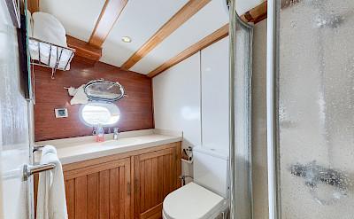 Cabin Bathroom - Osman Kurt | Bike & Boat Tours