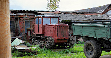 Old vehicles in Mushkin. Photo via Flickr:Alexxx1979