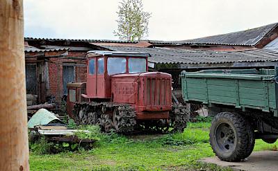 Old vehicles in Mushkin. Photo via Flickr:Alexxx1979