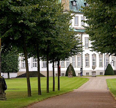 Fredensborg Castle lies on Lake Esrum in Fredensborg, Denmark. Photo via Flickr:Giam