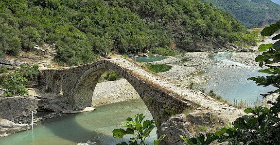 Lengarica Canyon, Katiu Ottoman Bridge and the Hotsprings of Benja, Permet, Albania. Photo via Wikimedia Commons:malenki