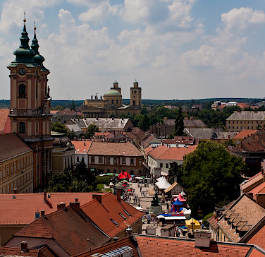 Shopping in Eger, Hungary. Photo via Flickr:hettie