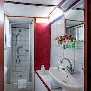 Bathroom | Caprice | Bike & Boat Tours