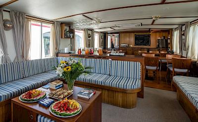 Lounge Area | Caprice | Bike & Boat Tours