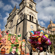 Carnaval in Acireale with the Duomo in the background. Sicily, Italy. Flickr:Leandro Neumann Ciuffo