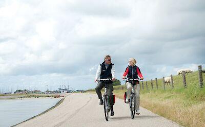 Biking at the IJsselmeer! ©TO