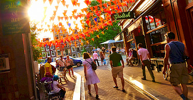 Bike rest to explore Amsterdam, North Holland, the Netherlands. Photo via Flickr:Moyan Brenn