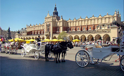 Horsedrawn carriages and great architecture in Kraków, Poland. Flickr:Jorbasa Fotografie