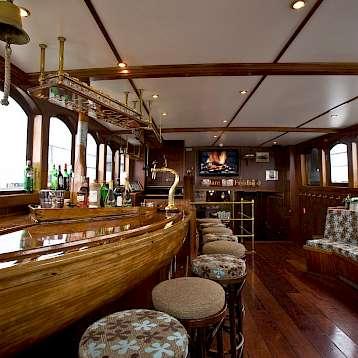 Mare Fan Fryslan - Saloon - Mare Fan Fryslan | Bike & Boat Tours
