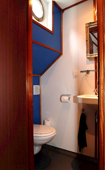Bathroom - Wapen fan Fryslan - Boat & Bike Tours