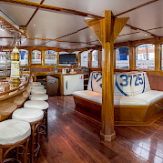 Saloon - Wapen fan Fryslan - Boat & Bike Tours