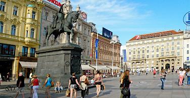 Jelicac Square, Croatia. Photo via Flickr:Miroslav Vajdic