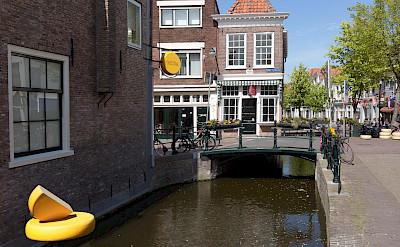 Lange Tiendeweg with 't Kaaswinkeltje in Gouda, South Holland, the Netherlands. CC:Michielverbeek