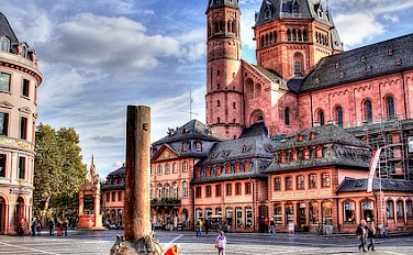 Cathedral in Mainz, Germany. Photo via Flickr:Heribert Pohl