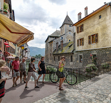 Lovely town of Annecy in Haute Savoie, France. Photo via Flickr:Jean Balczesak