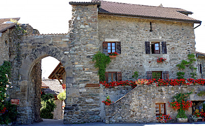 Gate of Thonon in Yvoire, France. Flickr:Dennis Jarvis