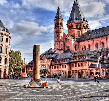 Hohe Domkirche in Mainz, Germany. Photo via Flickr:Heribert Pohl