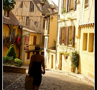 Shopping in Bergerac, Dordogne, France. Photo via Flickr:Evan Bench