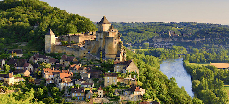 Bordeaux to Sarlat Wine and E-Bike Tour