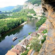 Troglodyte rock along the Dordogne River. Photo via Flickr:Steve Jurvetson