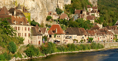 La Roque-Gageac along the Dordogne River. Photo via Flickr:Stephane Mignon