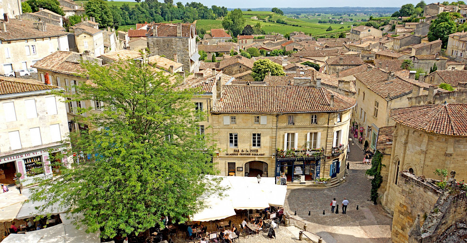 Saint-Émilion, in the heart of <i>Libournais,</i> is a medieval city surrounded by wine hills in southwestern France. Flickr:Dennis Jarvis