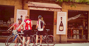 Some wine en route the bike tour in Sarlat, France. Photo via Flickr:Mike Fleming