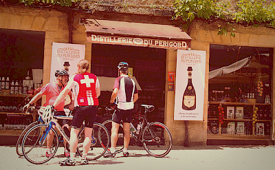 Some wine en route the bike tour in Sarlat, France. Flickr:Mike Fleming