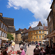 Shopping and sightseeing in Sarlat, France. Photo via Flickr:Mike Fleming